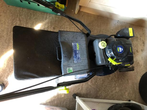 challenge extreme 3.5hp lawnmower. FOR PARTS ONLY