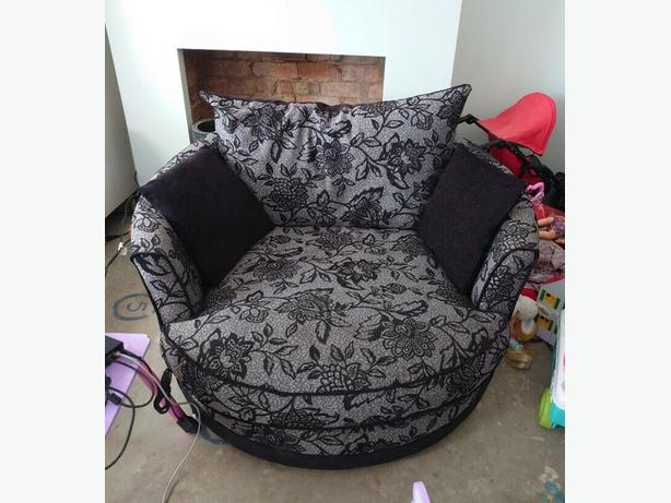 Nice 3 Seater Sofa Settee Couch & Cuddle Sofa Good Condition Can Deliver