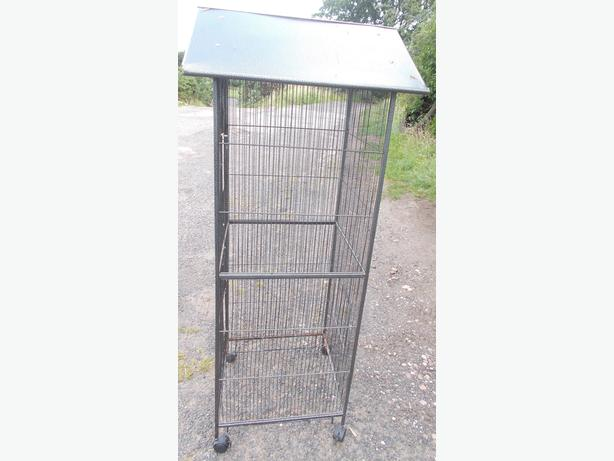 Metal Bird Cage On Wheels