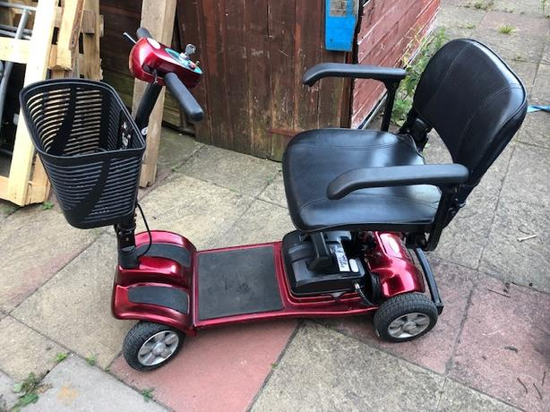 MOBILITY SCOOTER COMES APART