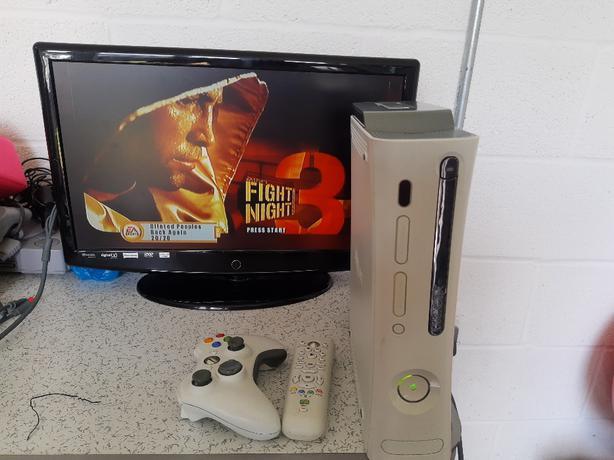 Xbox 360 console & x5 games
