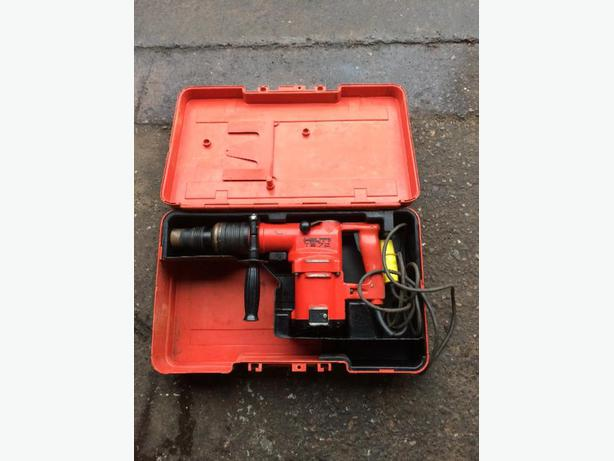 Hilti te72 110v drill plus bits