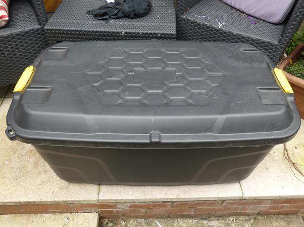 Massive 145l plastic storage tool box