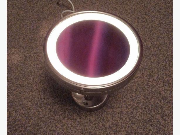 wall mounted illuminated magnifying mirror
