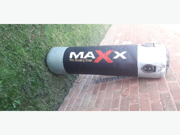 MAXx Pro Punching bag. X3 sets of Gloves. X2 Wraps & More.