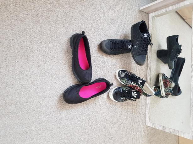 3 pairs women shoes. Size 7