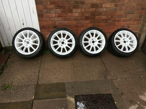 """Ford 17"""" alloy wheels 4x108 PCD with nearly new 215x40x17 Tyres"""