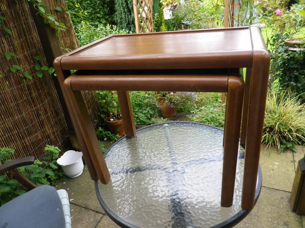 NEST OF 2 OCCASIONAL TABLES IN LIGHT OAK