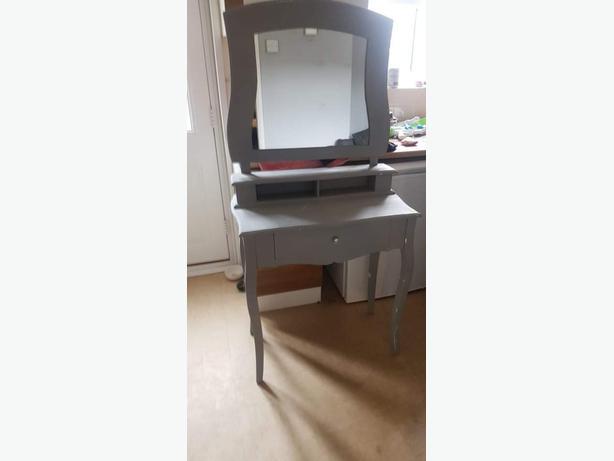 grey dressing mirror table