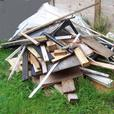 FREE: (Assortment of wooden planks, pallets, pieces of wood)