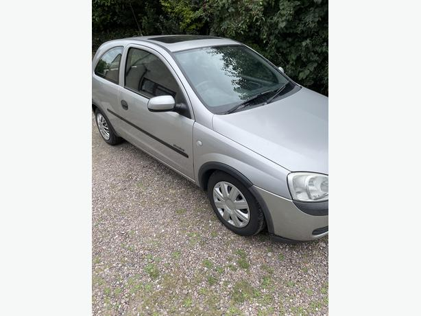 Vauxhall corsa only 43000 miles, full service history, mot march 22