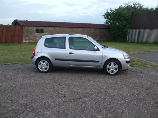 55 reg renault clio 1.2+long mot+tax+NO CHARGE IN ULEZ+CLEAN AIR ZONE
