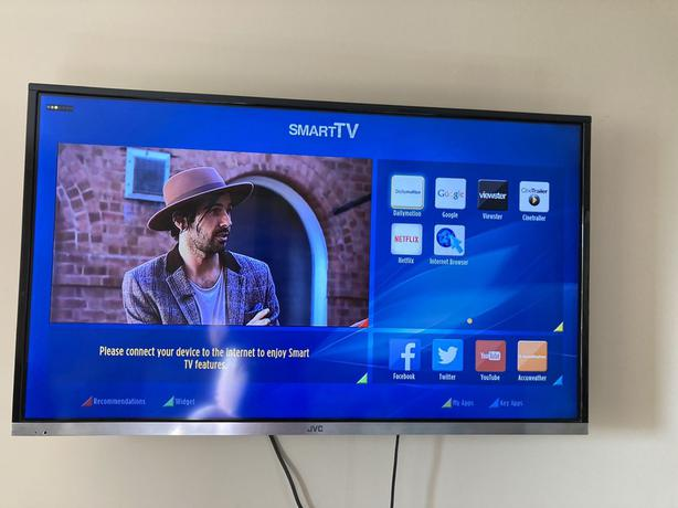 smart jvc 40 inch full hd led tv+built in apps+wifi+remote+wall bracket+DELIVERY