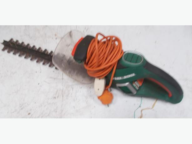 Black & Decker Corded Hedge Trimmer 450W