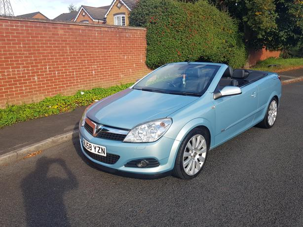 Automatic Astra Convertable, keyless entry and start, excellent drive