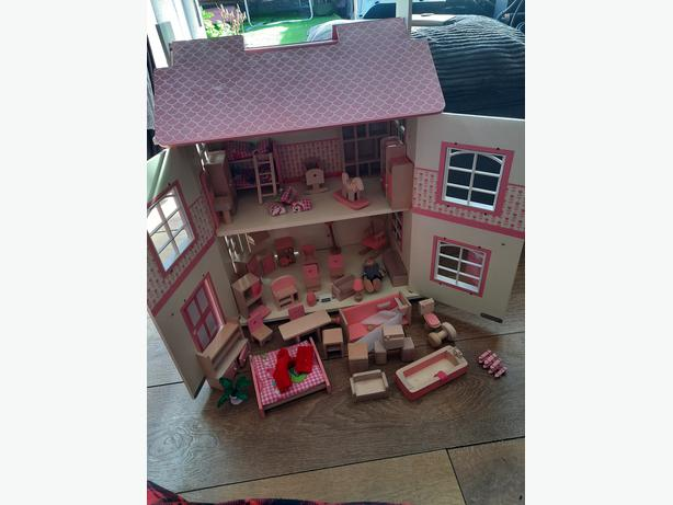 solid wooden dolls house with furniture set