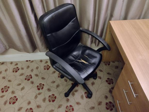 FREE: pc desk and chairs