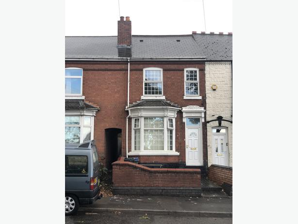 *B.C.H*-4 Bed Home-TIVIDALE, Dudley Rd West-Walking Distance to Tividale Park