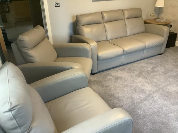 Grey Leather 3 Seater Sofa & 2 Chairs