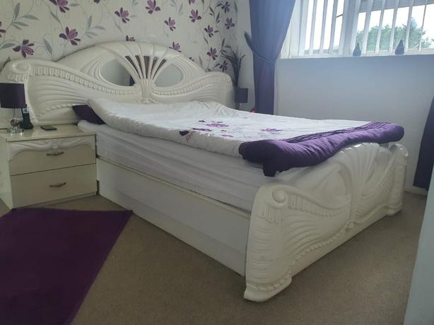 ITALIAN KING SIZE OTTOMAN STYLE  BED WITH 2 SIDE TABLES. NO MATTRESS.