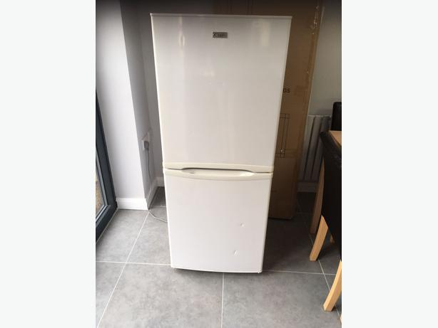 clean white frost free fridge freezer+good working order+DELIVERY