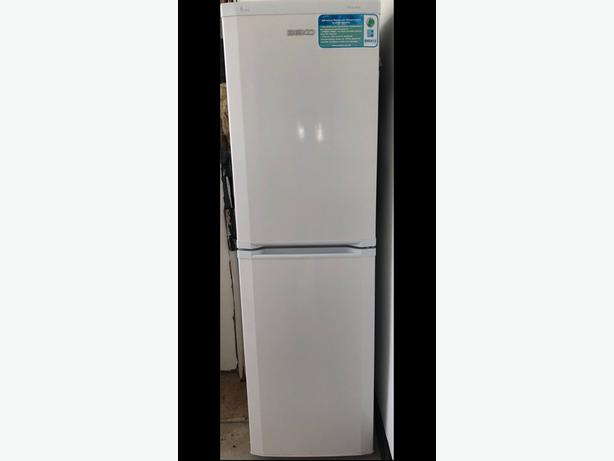 clean white beko over 6ft frost free fridge freezer+good working order+DELIVERY