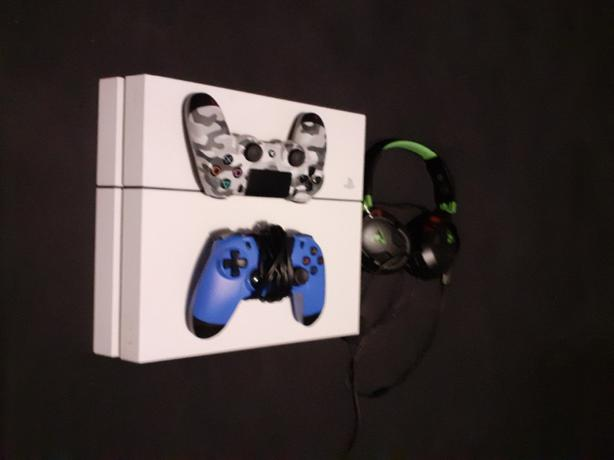 ps4 500GB white 2x controllers