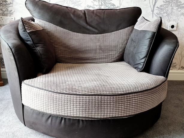 CUDDLE CHAIR IN IMMACULATE CONDITION