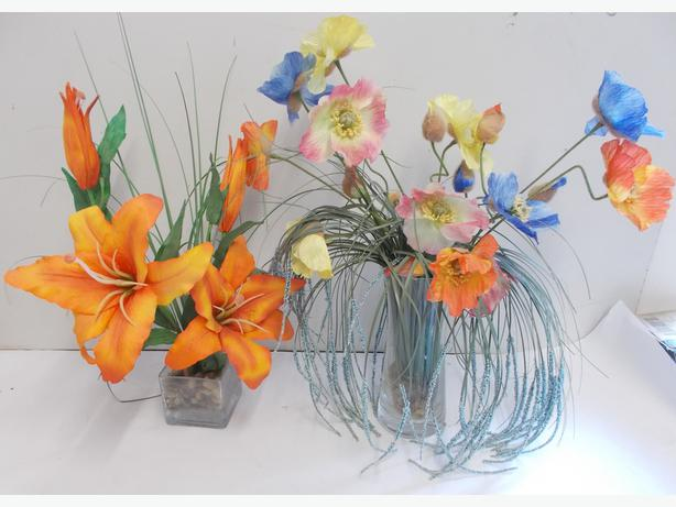 2 Decorative Artificial Flowers In Vases