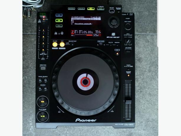 2x pioneers 900 cdj and 1x pioneer djm600 mixer all in flight cases