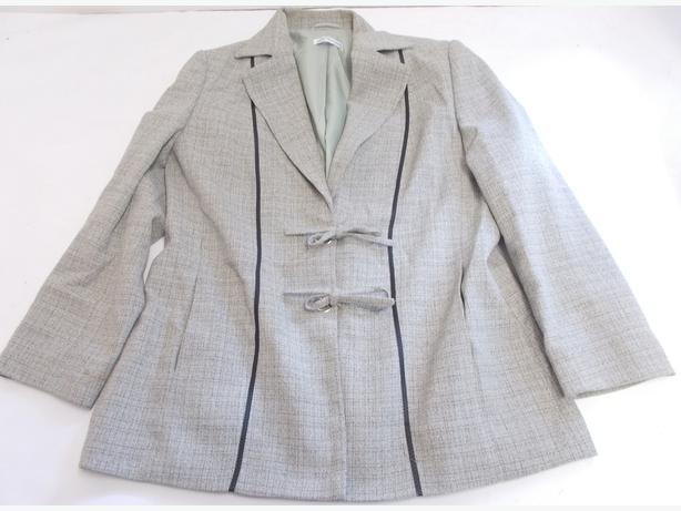 Gray & Osbourn Grey Ladies Short Blazer Size 16
