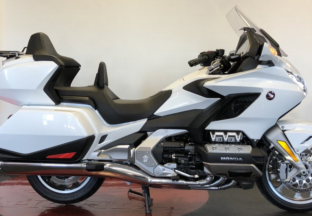 2018 used gl1800 tour white goldwing