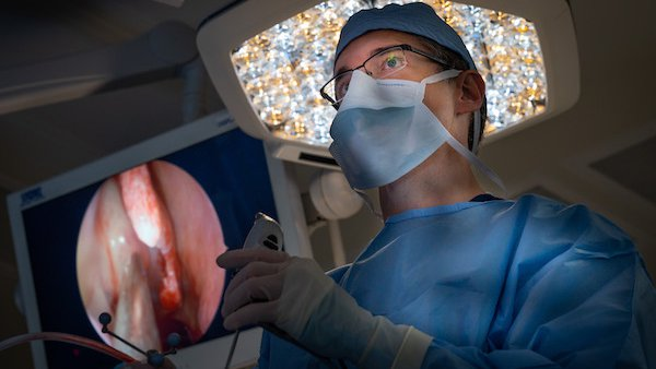 Advanced sinus surgery relieves nasal polyp symptoms – without a long recovery