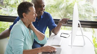 6 ways to support seniors during the COVID-19 pandemic