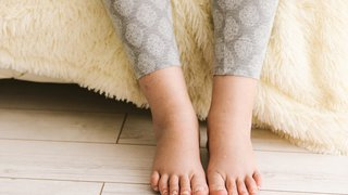 5 ways to manage swollen legs and feet during pregnancy