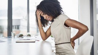5 signs your back pain might be an emergency
