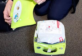AED defibrillator step four