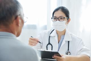 Doctor_meeting_patient_320x213.jpg