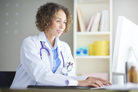 Female_doctor_desk_578x.jpg