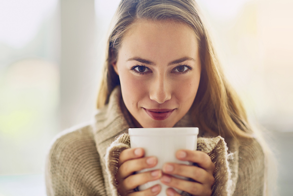Woman_looking_to_camera_holding_tea_578.jpg