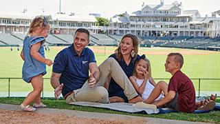burchett-family-320x180.jpg