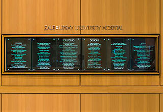 Zale Lipshy University Hospital Founders Sign
