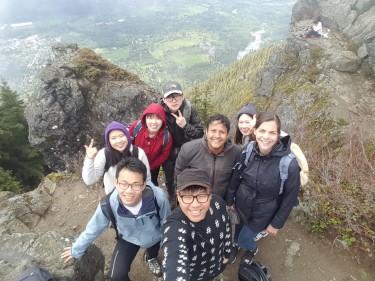 Students bond on a FIUTS Mount Rainier hike, Fall 2015. Photo credit: Junho Park.