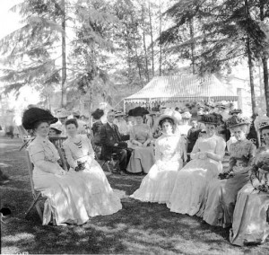 photo of women, 1909