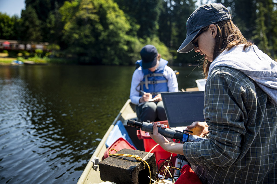 Image of a UW student offloading data from a dissolved oxygen probe to a field computer