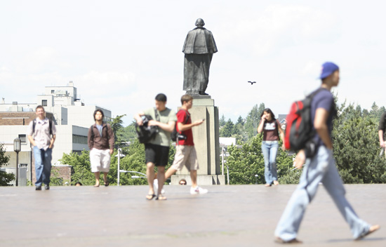 Washington statue at University of Washington