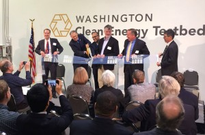 Governor Inslee Cutting the Ribbon