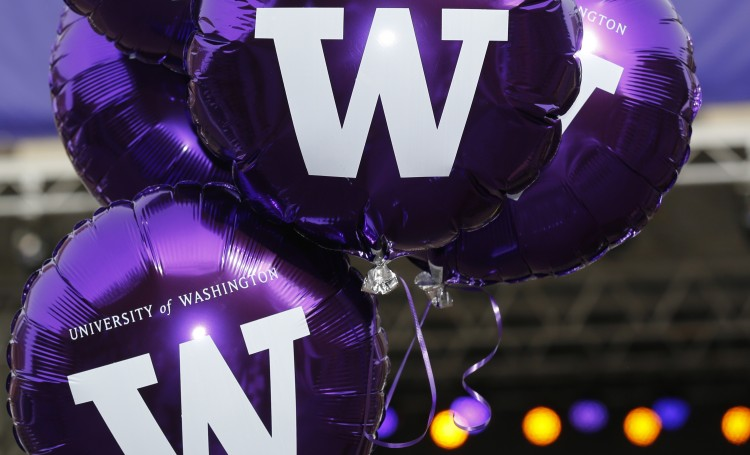 W Day balloons