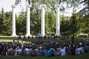 UW Freshmen attend an orientation session in front of the Four Columns.