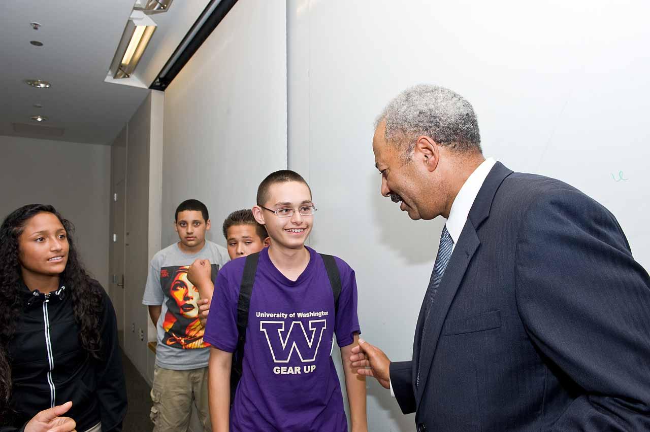 Congressman Chaka Fattah meets a young GEAR UP student.